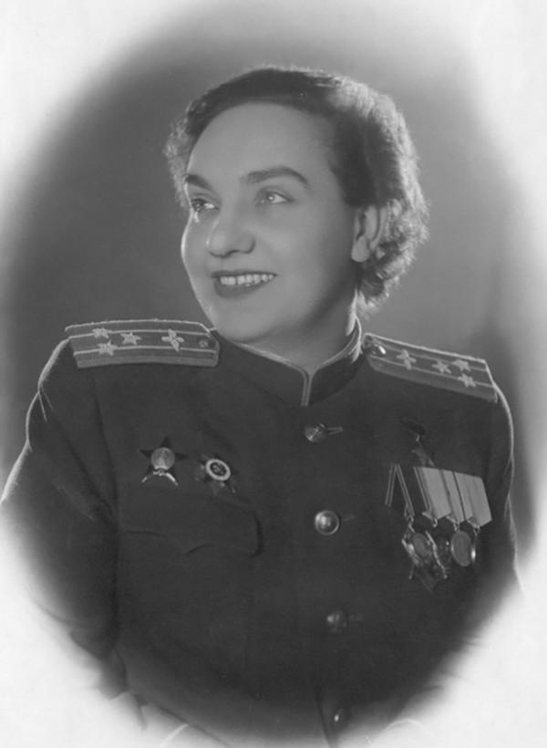 Первая женщина Герой Советского Союза - Гризодубова Валентина Степановна.