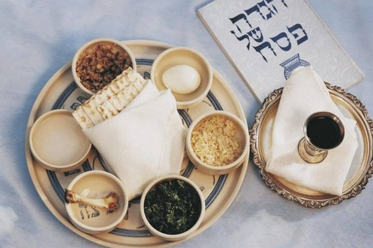 Plate for jewish easter