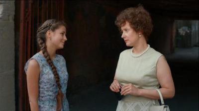 Анна Михайловская Одевается – Манекенщица (2014)