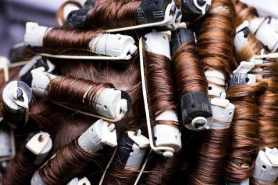 Как сделать сногсшибательную химическую завивку волос в домашних условиях: пошаговая инструкция