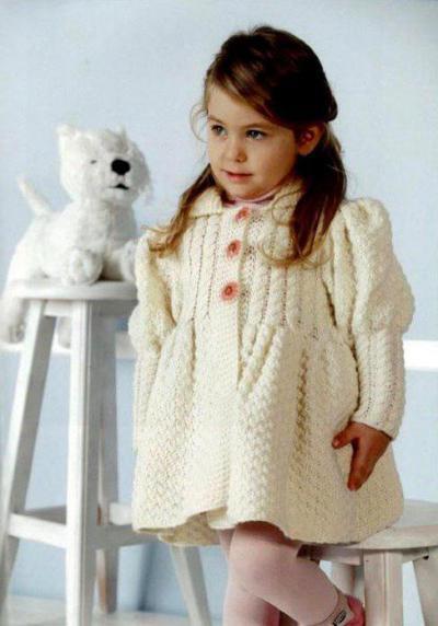 создаем вязаное пальто для девочки спицами по описанию отличный