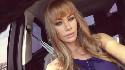 Грудь красивая порноактриса николь блондинка москвы