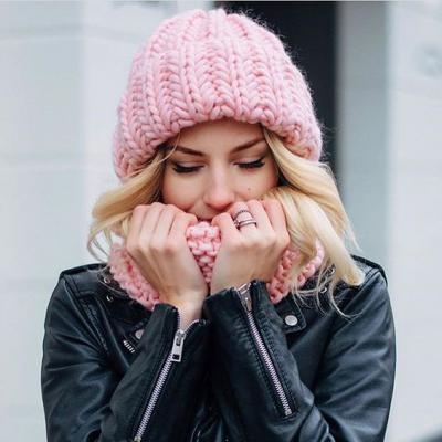 вязаная объемная шапка как и с чем носить