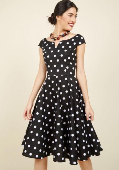b4db2967ed1 Красивое и модное платье в горох  фото