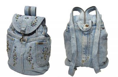 ae9bd5897511 Рюкзачек со стразами. Для маленького рюкзака достаточно распоротой штанины  старых джинсовых брюк. Такую аксессуар можно сделать ...