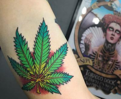 Татуировка конопли значение лицо того кто курит марихуану