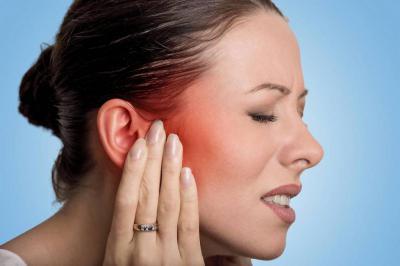 Болит горло слева и отдает в ухо