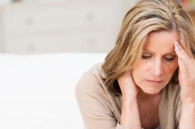 Почему образуется киста яичника в менопаузе и возможно ли лечение без операции