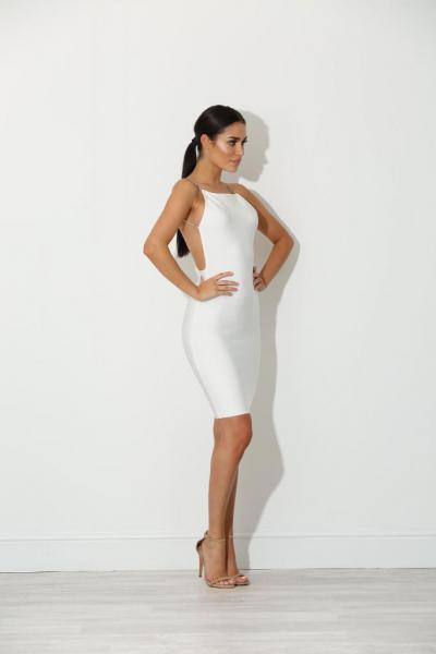 a185cd70cbf Белые платья с открытой спиной  интересные фасоны