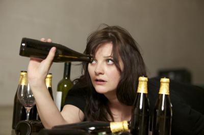 Девушка раздевается после алкоголя