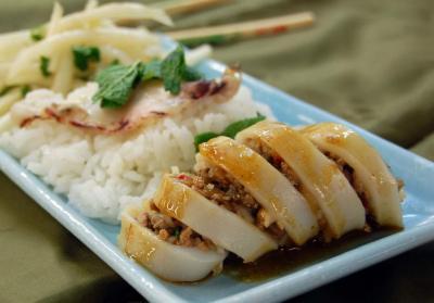 Кальмар фаршированный рисом с овощами