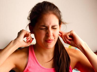 Почему горячо в ухе
