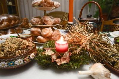 Как правильно накрыть праздничный стол на Рождество