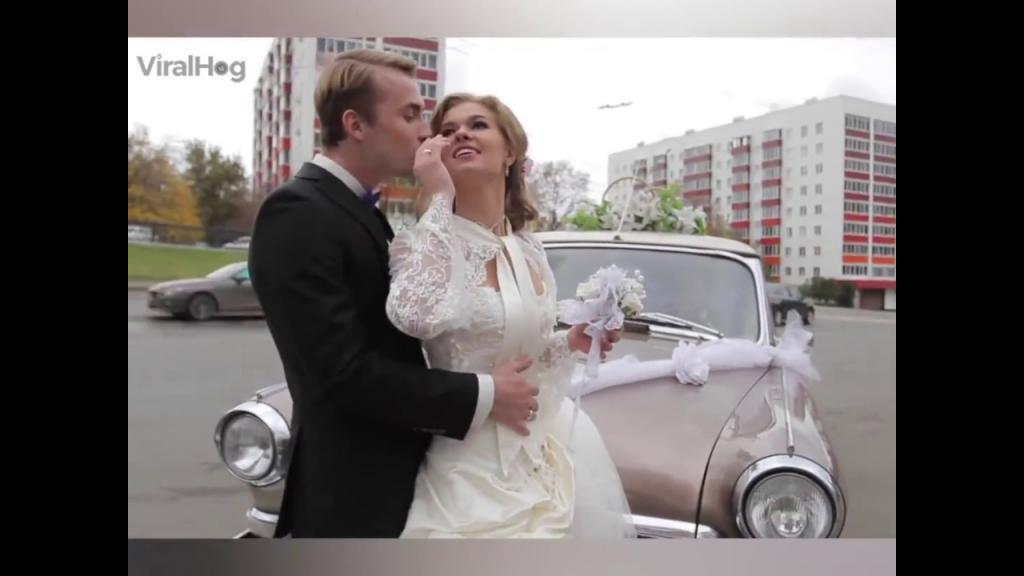 Падения, обнажения, купания... Самые эпичные события на свадьбах: видео
