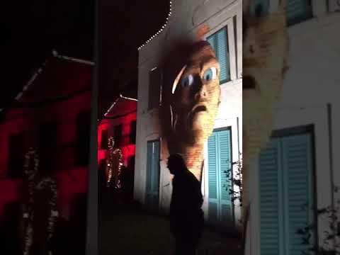Суперреалистичное новогоднее лазерное шоу на стене дома. Вам стоит увидеть это видео своими глазами