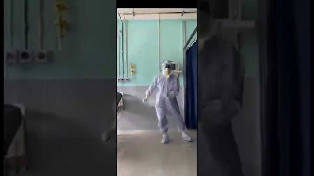 «Я хотел поддержать боевой дух»: танцевальное видео о пандемии, покорившее интернет