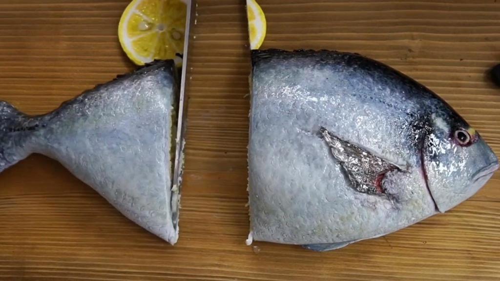 На первый взгляд это живая рыба. На самом деле торт