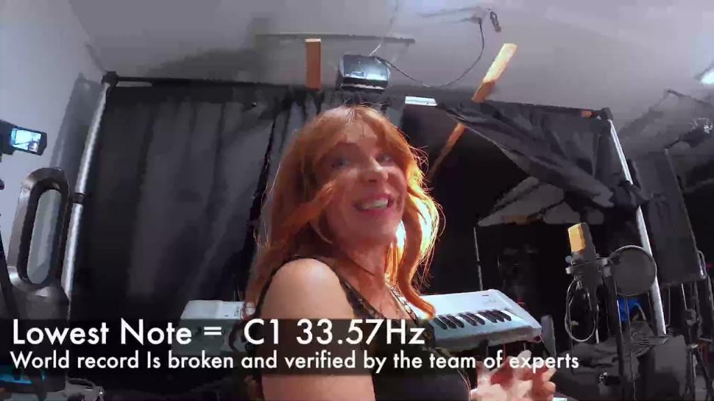 Стало известно, кто из певиц может взять самую низкую ноту (видео)