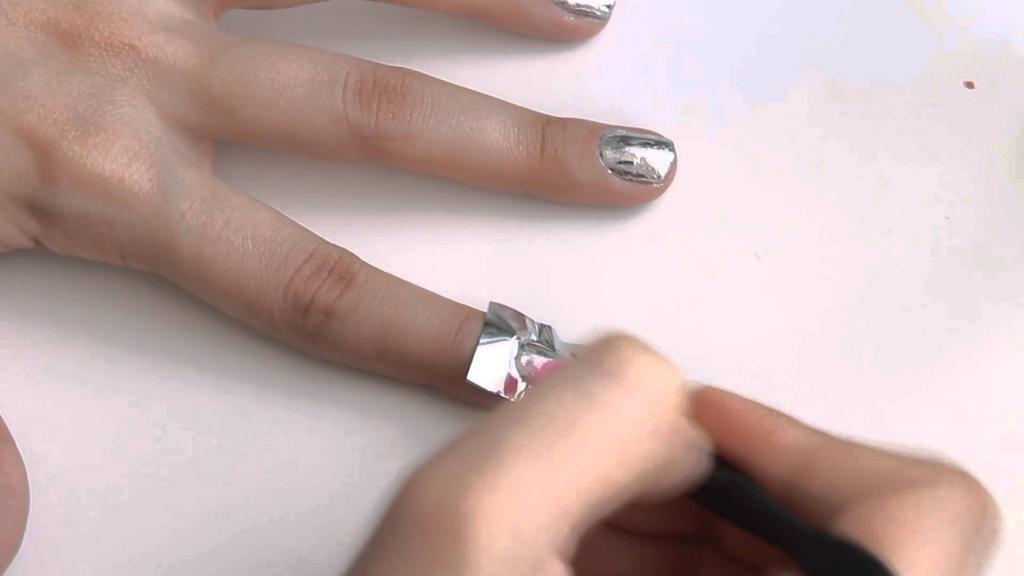 Как наносить фольгу на ногти: пошаговая инструкция, фото с описанием, советы